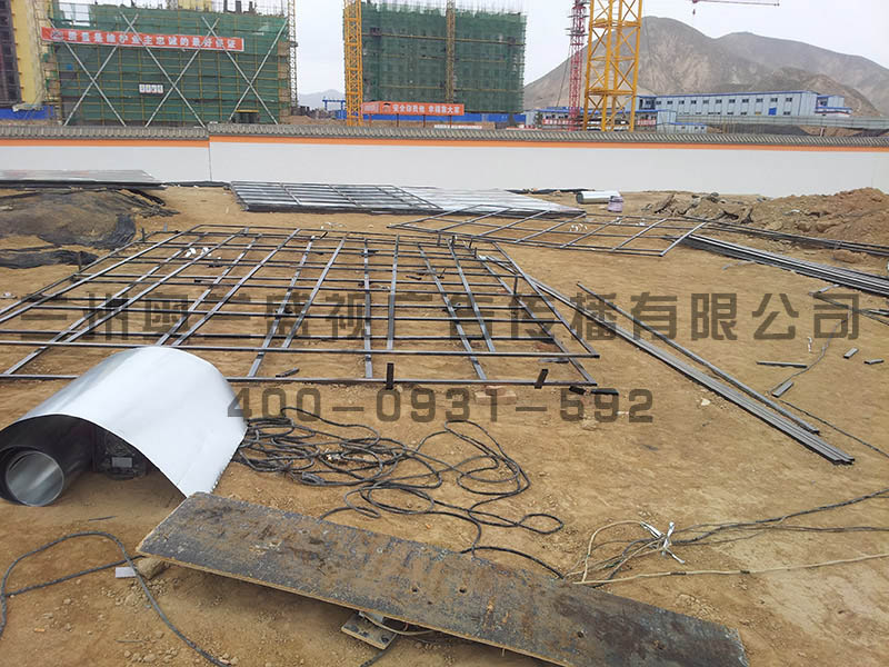 甘肅哪家能高速公路單立柱安裝-劃算的蘭州鋼結構圍欄廣告廠家直銷