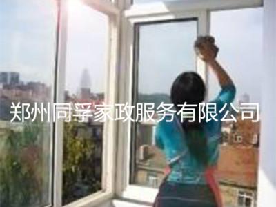 上街玻璃清洗-郑州哪家玻璃专业清洗公司服务周到