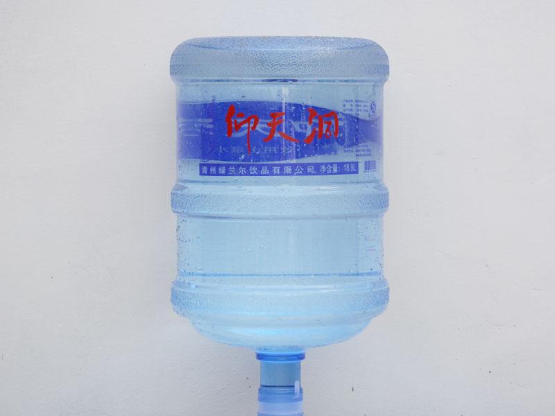 大桶水生产厂家-潍坊超值的桶装水批售