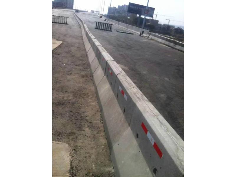 福建公路水泥墩批发|公路水泥墩定做
