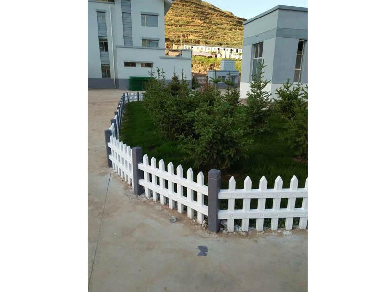 临夏水泥围栏漆-兰州优良的仿木护栏报价