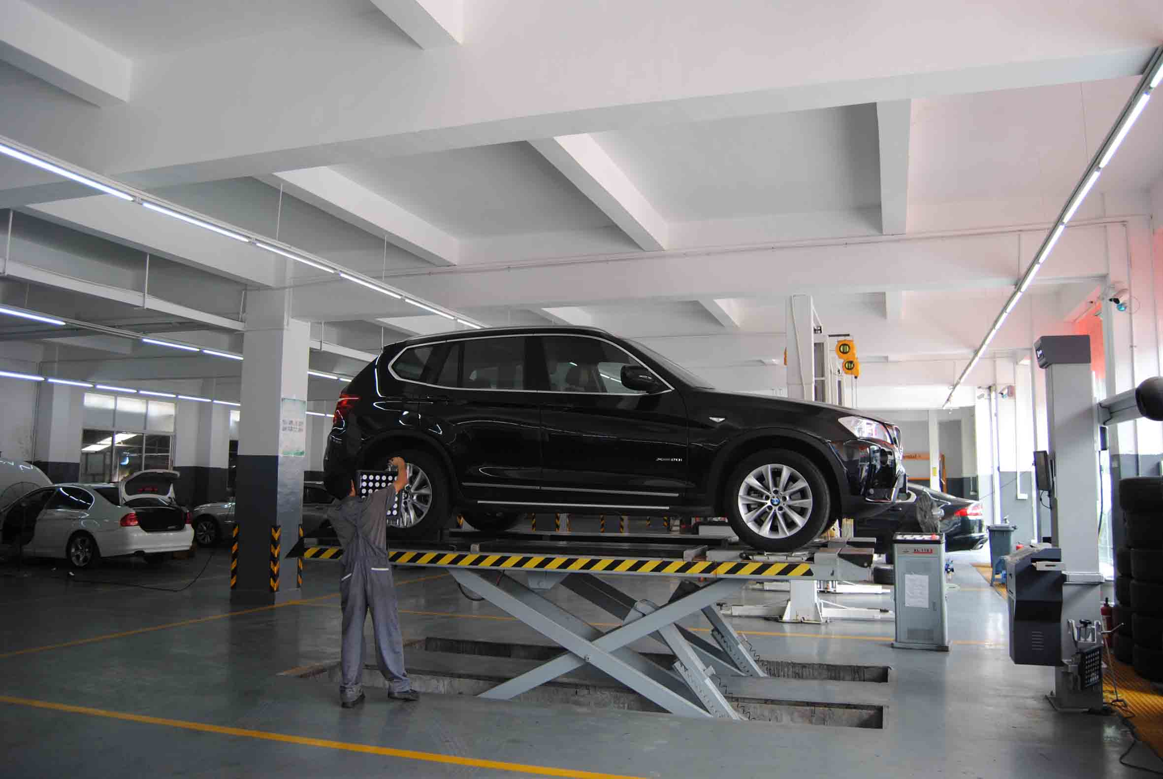 排气管冒烟异常-可信赖的豪车专修服务商
