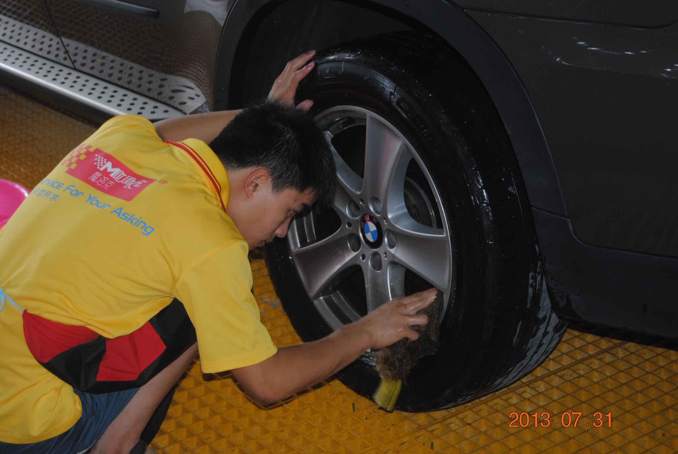 上哪找专业的专业汽车美容服务 ——汽车内饰消毒价格