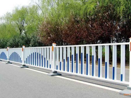 西宁道路防护栏加工-道路防护栏哪家有?