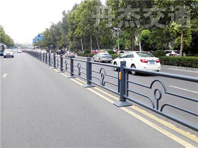 道路护栏厂家直销价格_广告版市政护栏价格