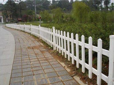 青海PVC栏杆-供应@ 各种规格护栏
