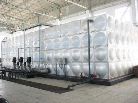 【度娘力荐】山东莱西304不锈钢水箱供应厂家+抛光不锈钢罐