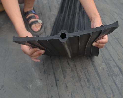 厂家专业生产止水带背贴式中埋式规格齐全欢迎咨询