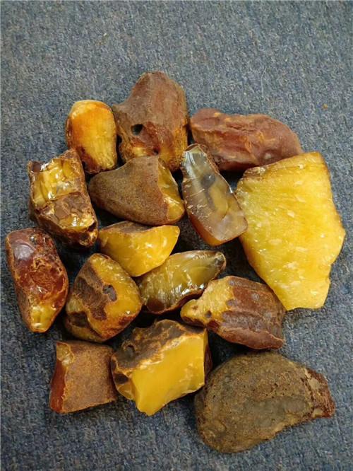 琥珀原石全皮