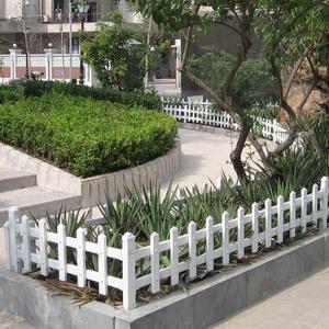 供应各种规格pvc草坪护栏