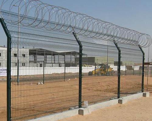 想买高品质的护栏网就来世晨金属,边框护栏网价格