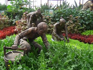 农耕人物雕塑