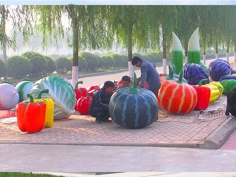 瓜果雕塑公司_想要造型好的蔬菜水果雕塑就到叁圣景观
