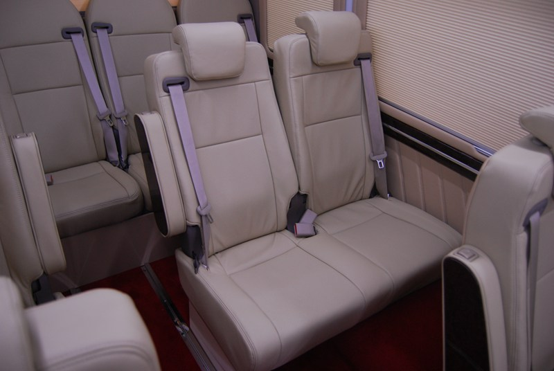 昆明柯斯达销售内饰改装专业提供 云南丰田柯斯达10座改装