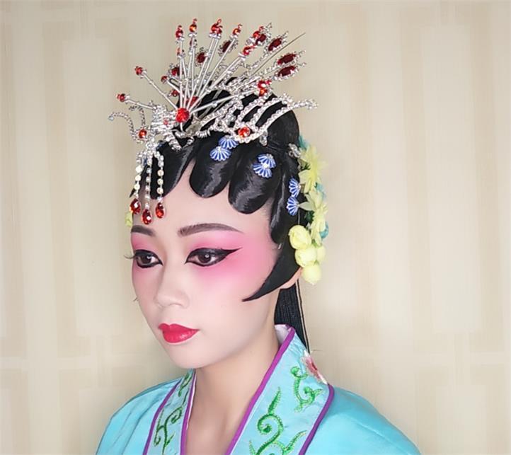 靠谱的彩妆培训就在好莱坞美容美发培训学校_化妆培训教学