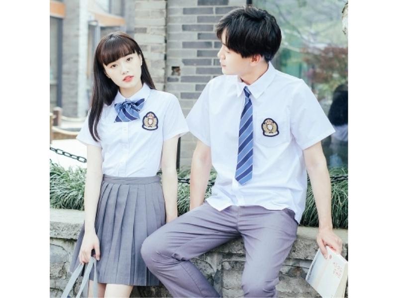 时尚舒适高中校服定制就找【锦艺服饰】