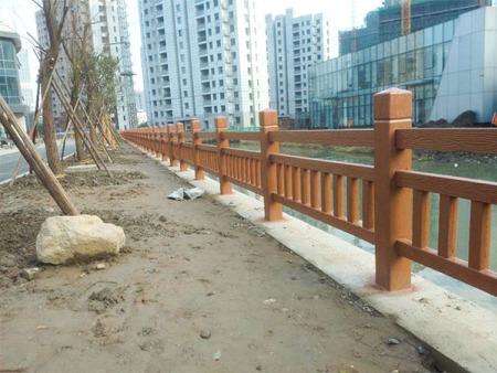水泥仿木护栏生产厂家 春豪水泥制品供应优良的水泥仿木护栏