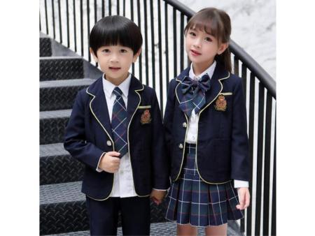 小学生冬季校服