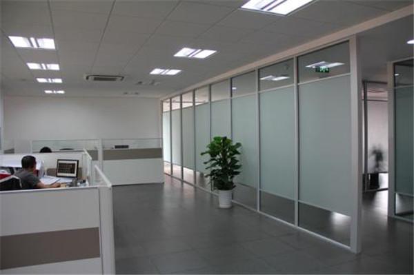 天津單玻玻璃隔斷_雙玻磨砂玻璃隔斷_龍平裝飾_專業可靠