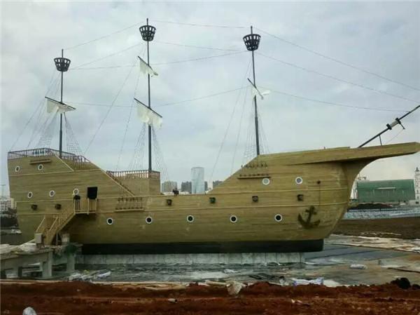 攀枝花仿古欧式木船价格陆地海盗景观船定制厂家