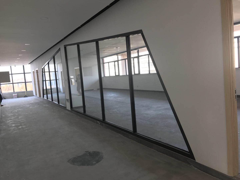 石家莊不銹鋼玻璃隔斷廠家_專業供應不銹鋼玻璃隔斷