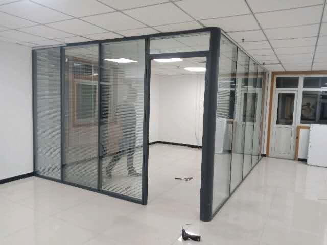 石家庄双玻百叶玻璃隔断安装-想买高品质双玻百叶玻璃隔断就到龙平装饰