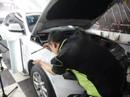 还在做汽车钣金工培训?顶好汽车凹陷修 复了解一下