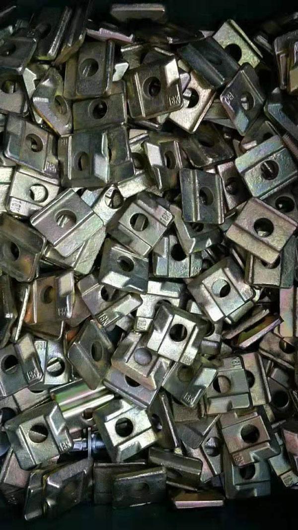日立电梯压码出售-选称心的电梯导轨压码就到每龙