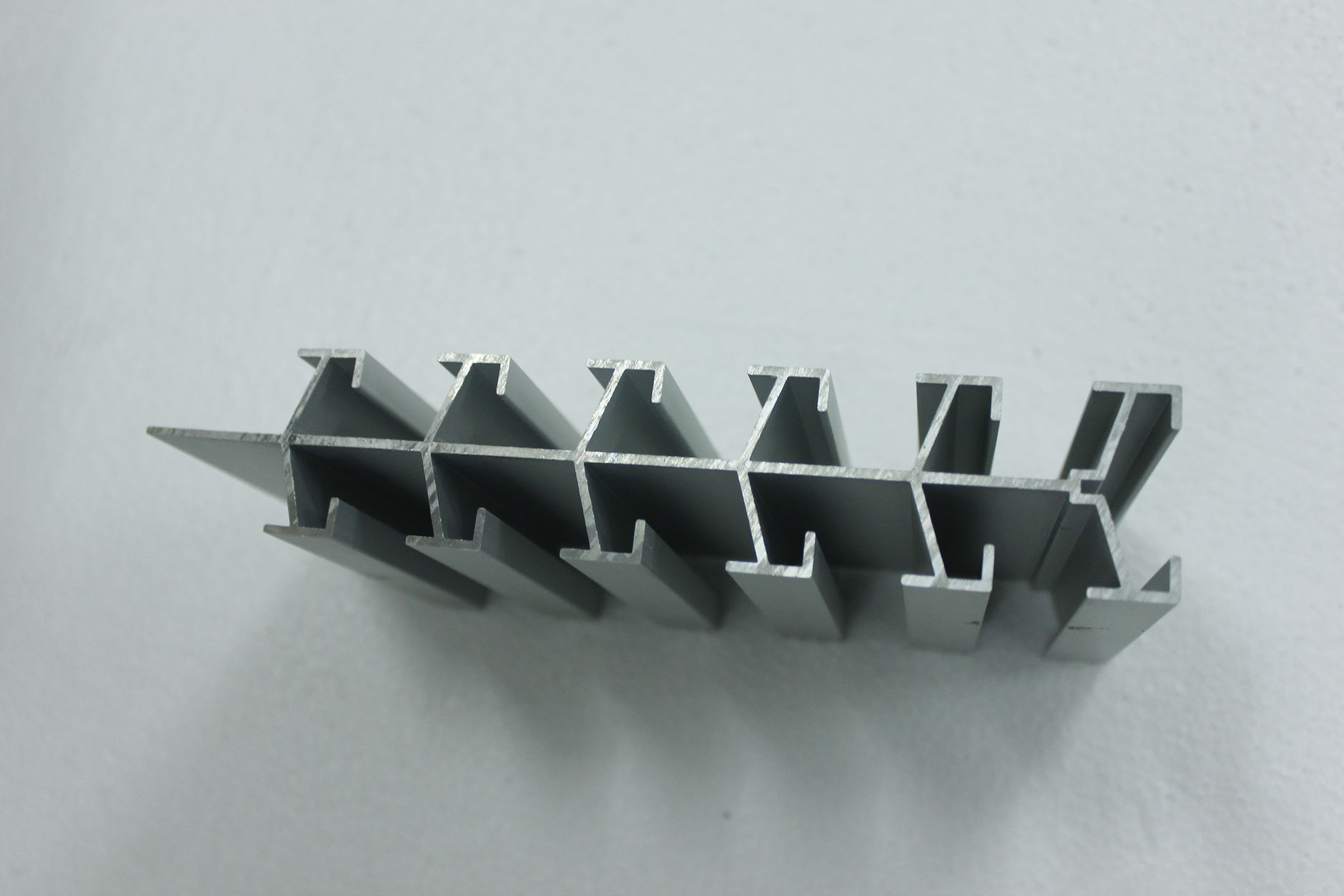 铝型材厂商_福建铝型材供应批发