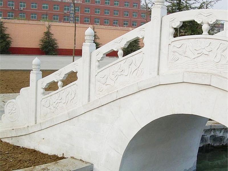 晚霞红桥栏杆-融岩石业优惠的石栏杆供应