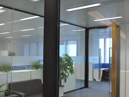 办公室玻璃隔断价格_口碑好的办公玻璃隔断要到哪买