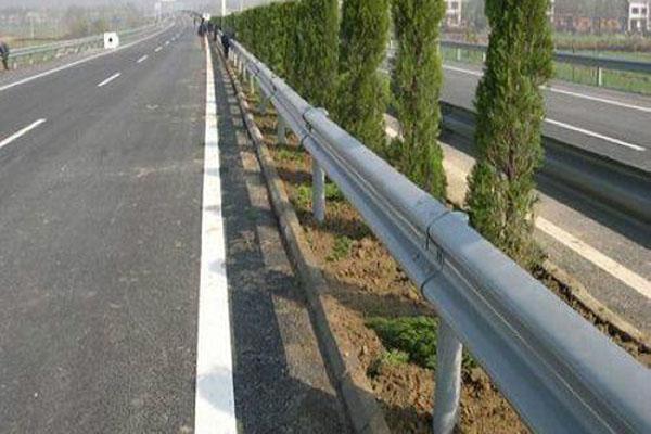 优良的交通护栏供应商当属万路交通-交通护栏价格