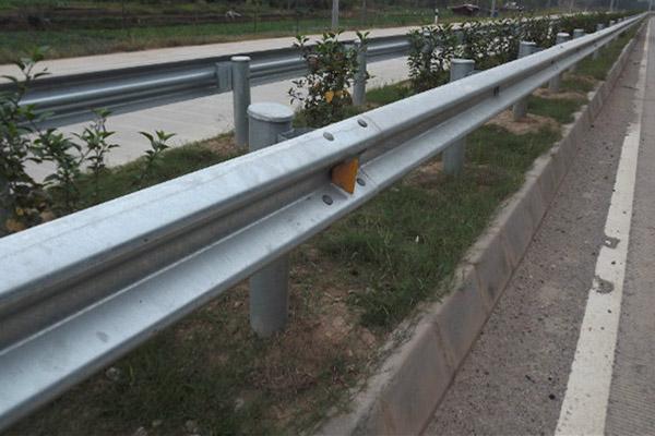 隔离护栏价格-交通护栏推荐