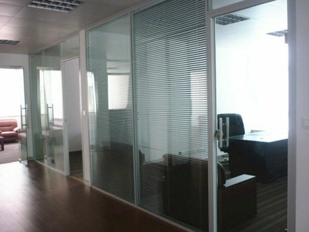 安装玻璃隔断办公室|合肥卓兴隔断实用的双层玻璃隔断供应