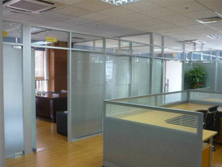 贵阳磨砂玻璃隔断-昆明铝合金玻璃百叶隔断-昆明办工玻璃隔断