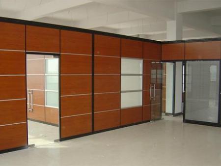 活动玻璃隔断安装|合肥卓兴隔断口碑好的木质饰面板玻璃隔断销售商