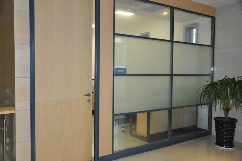 安徽木飾面板玻璃隔斷-鋼化玻璃隔斷墻-蕪湖玻璃隔斷