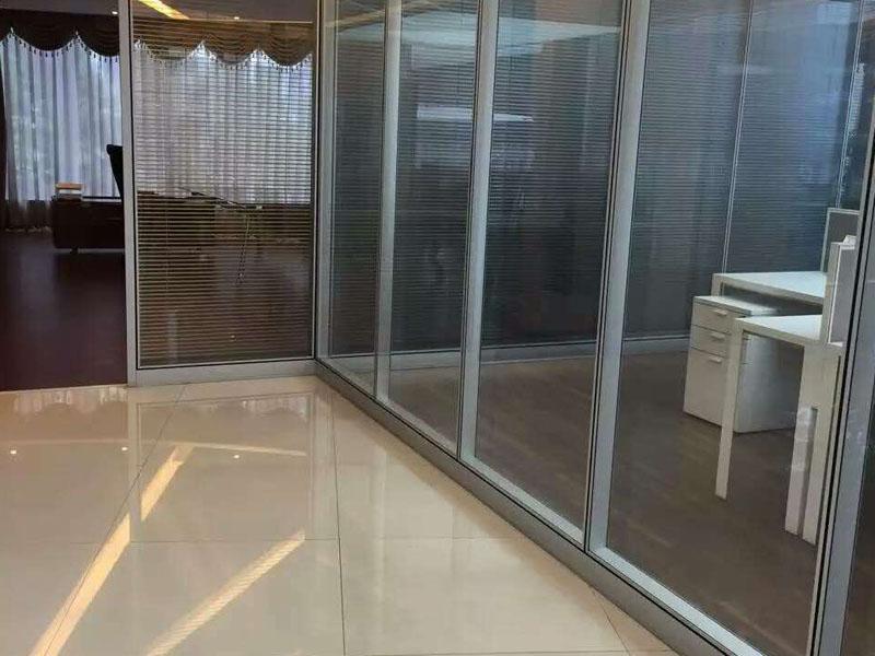 龍海辦公隔墻|供應廈門好用的雙玻璃帶百葉系列隔斷墻