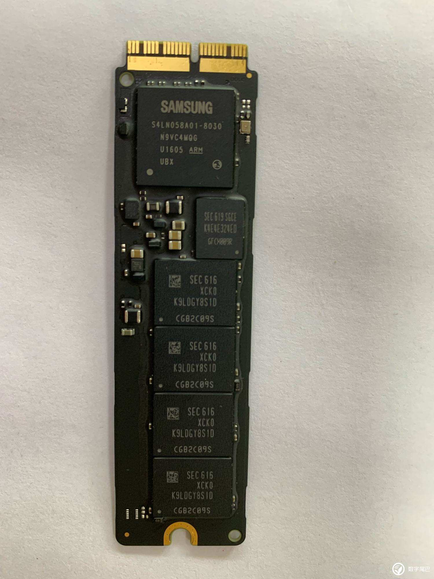 苹果笔记本A1502 1398 A1466 1465固态硬盘