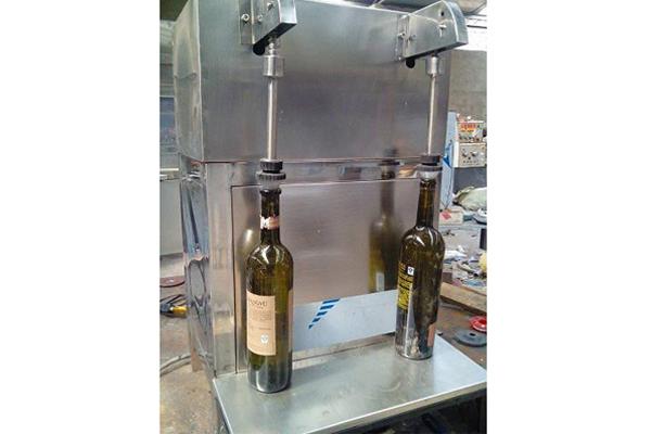 新疆葡萄酒封帽机,葡萄酒打塞机电话,葡萄酒打塞机
