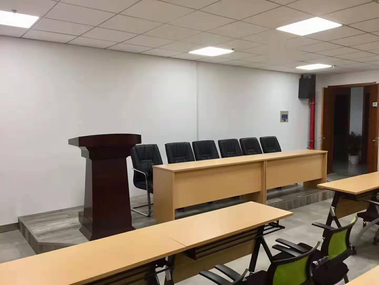 办公桌家具工厂百胜亨通办公家具提供有品质的办公家具定制服务