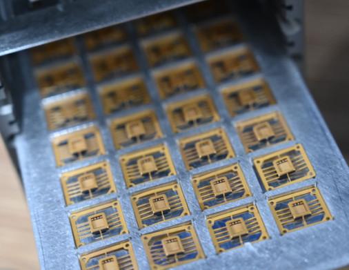 PCB电路板厂家-想买好用的PCB印刷电路板就来迪史洁干冰雪花清洗设备