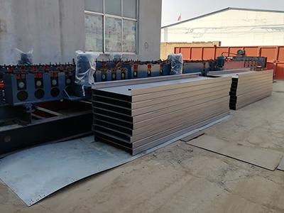 电缆桥架生产设备//电缆桥架自动冲孔机