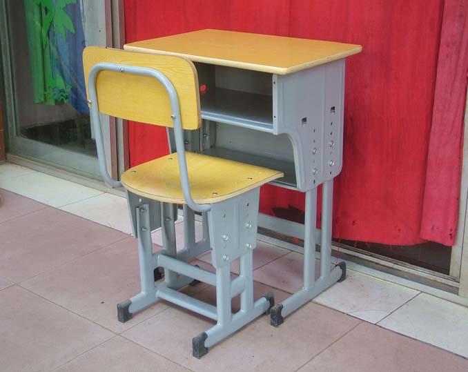 销量好的小学生课桌椅推荐给你  柳州课桌椅