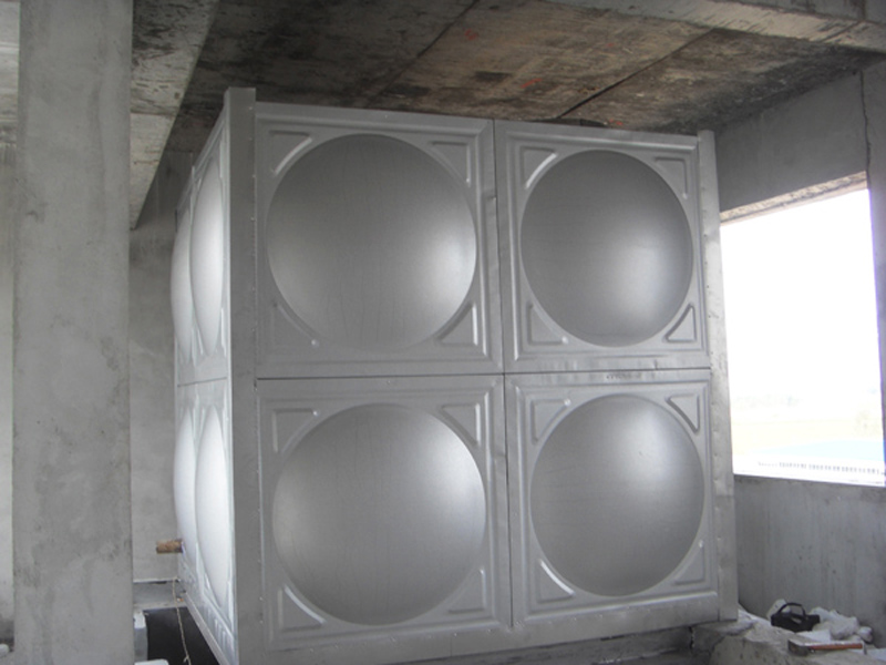 ??山東哪里有生產水箱的?不銹鋼保溫水箱生產廠家:天和