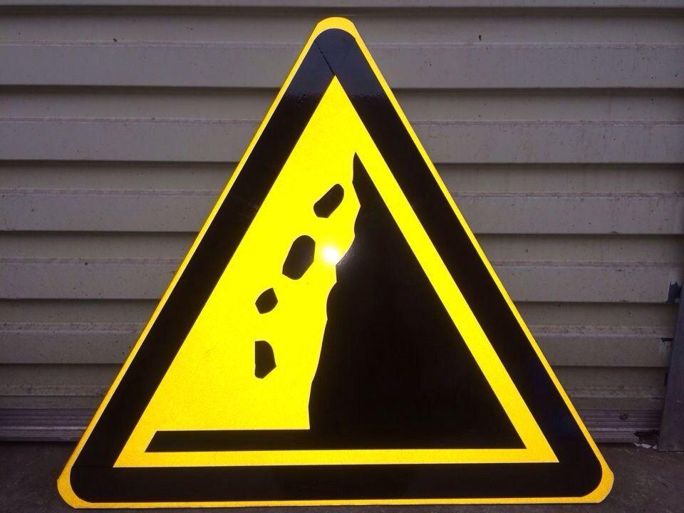 广西三角警示标志牌定制三角形标志牌供应