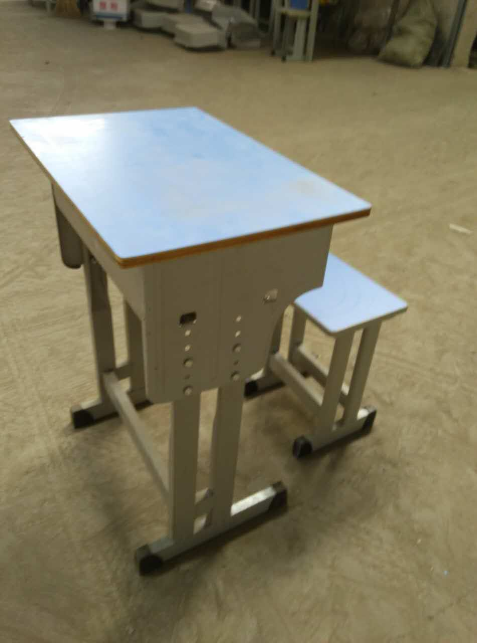 甘肃课桌-高质量的双人课桌椅供销