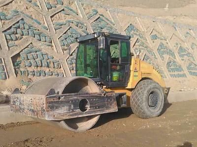 张掖挖掘机租赁-想找信誉好的压路机出租,就来甘肃宜达公路工程机械