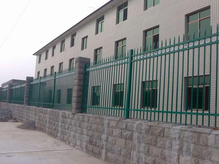 甘肅鐵藝大門制作|供應蘭州合格的甘肅陽臺欄桿
