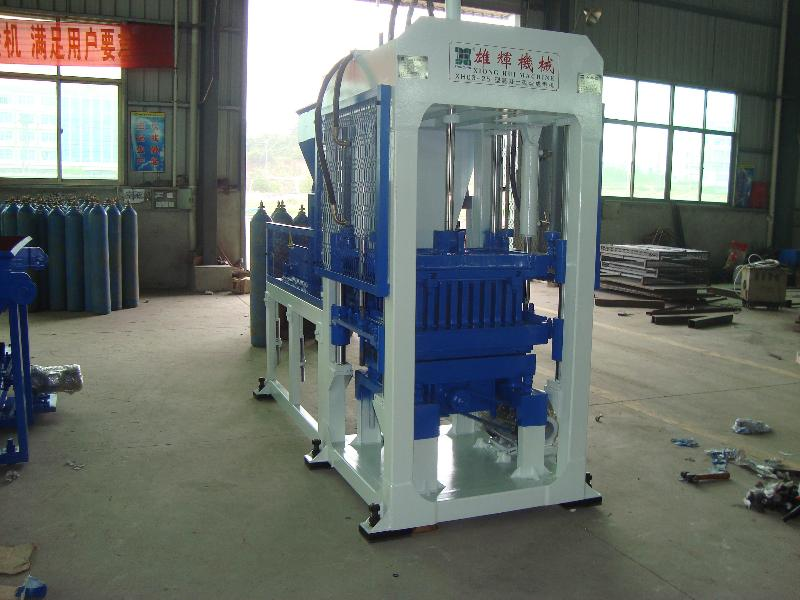 砌块成型机厂家 雄辉机械提供优惠的半自动砌块成型机XH03-25
